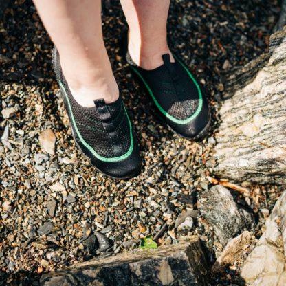 Oceanside badesko dame svart og grønn