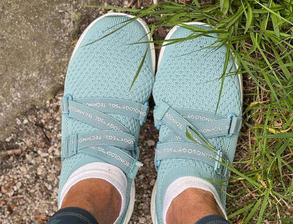 gaitline clip sko i blå farge på gress