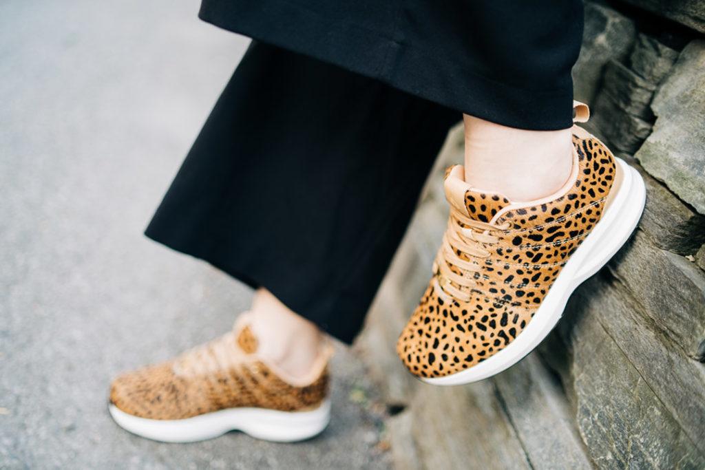 GaitLine Track Leather Safari med leopardmønster.